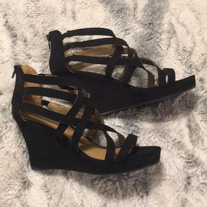 Size 11 Crisscross heel wedge 👡💕